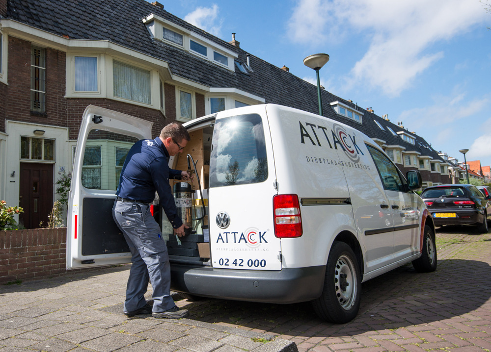 attack ongediertebestrijder werkbus bestijding dierplaag