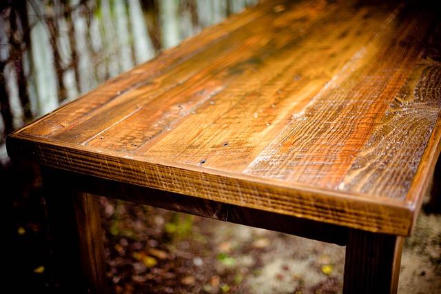 Houtworm bestrijden meubels tafel